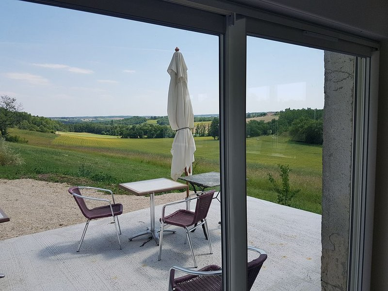 GITE NEUF INDEPENDANT 80 m² CAMPAGNE QUERCYNOISE, holiday rental in Puylaroque