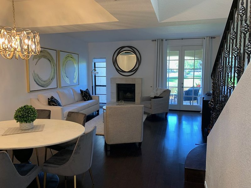 NEWLY REMOLDED 2 BEDROOM 2.5 Bath CONDO AT THE BILTMORE, holiday rental in Phoenix