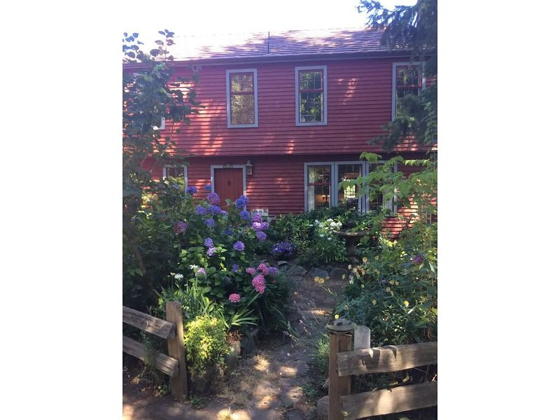 Outstanding Victoria location, holiday rental in Lime Kiln