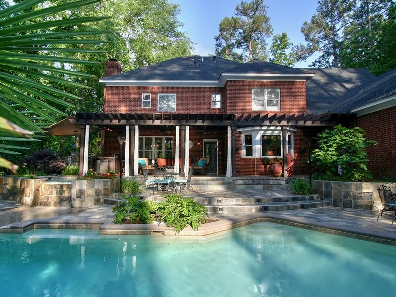 Available Year Round! Enjoy the Pool and Outdoor Living!, vacation rental in Evans