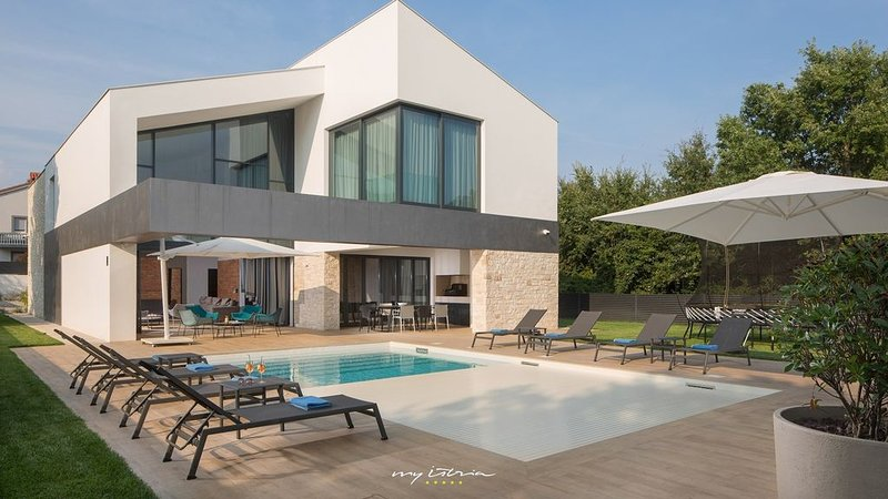 Luxurious villa with heated pool near Pula, aluguéis de temporada em Liznjan