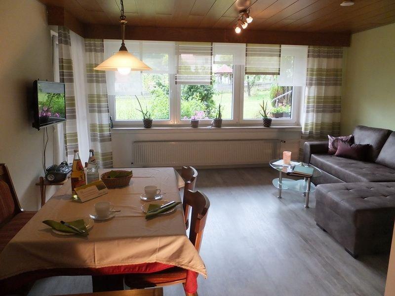 Abendrot, 67qm, 2 Schlafräume, max. 4 Personen, holiday rental in Zwiefaltendorf