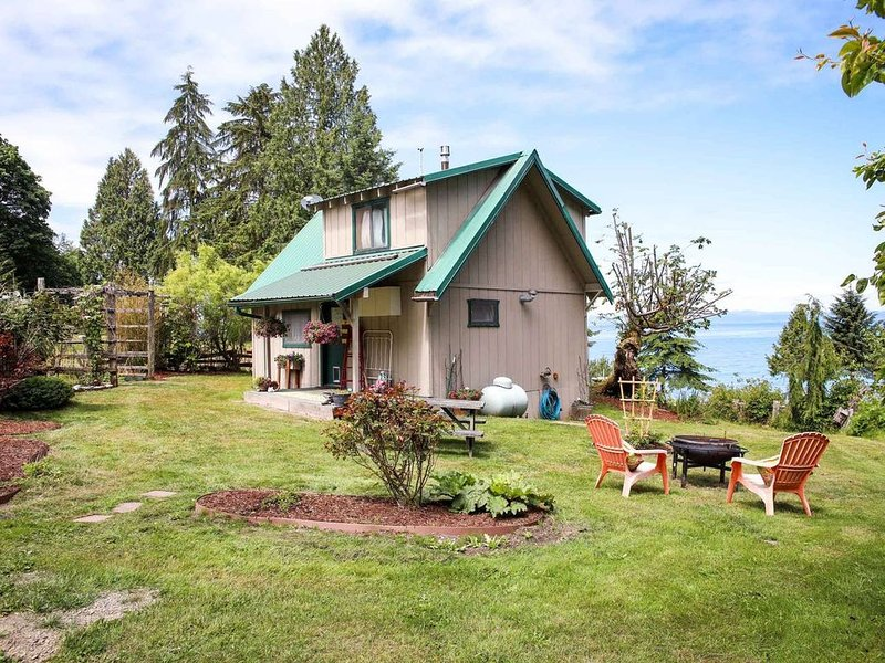 Beachcomber Cottage on the Hill, vacation rental in Joyce