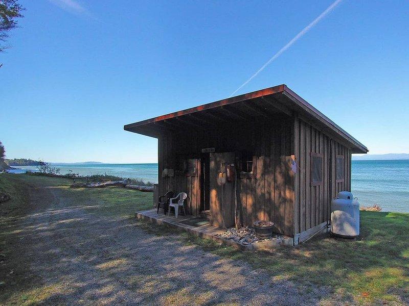 Beach Front Cabin at Whiskey Creek - Jasper Inn, aluguéis de temporada em Joyce