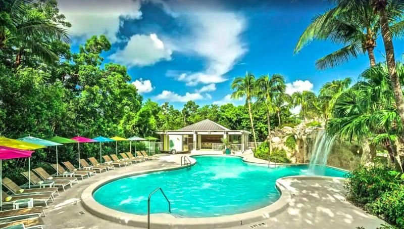 Stay on the Beach! Elegant Garden View Unit for 2, Pools, Restaurant, holiday rental in Sunset Point