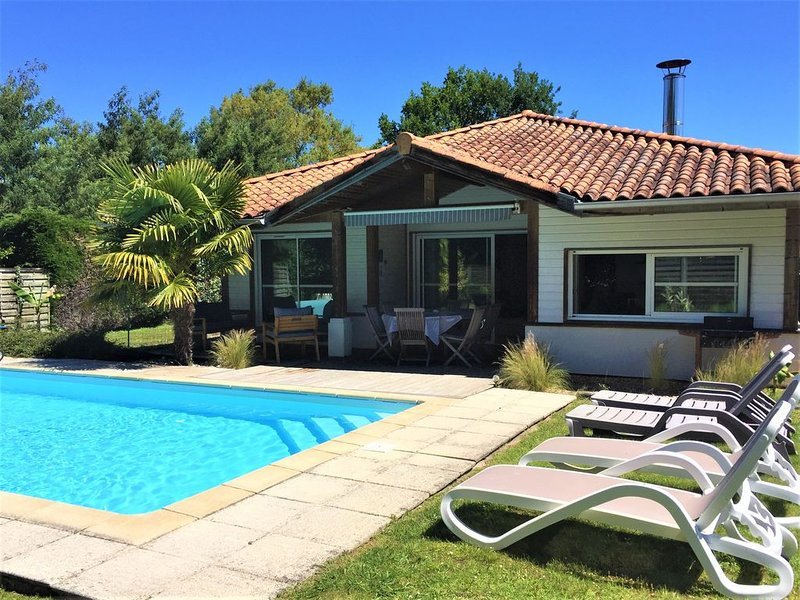 SPACIOUS VILLA 6/8 PEOPLE WITH HEATED SWIMMING POOL AND WIFI, GOLF AND BEACH WA, location de vacances à Moliets et Maâ