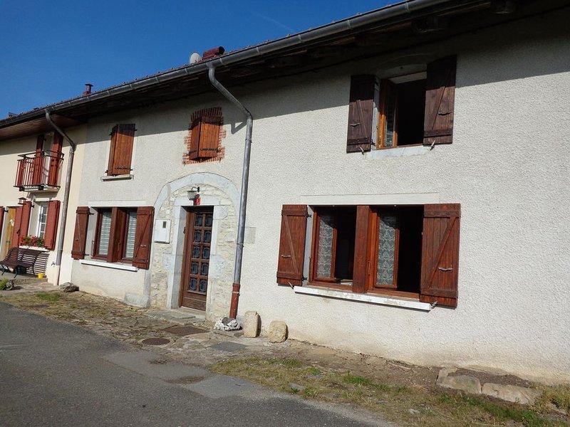 maison mitoyenne offrant une jolie vue sur la nature  du haut jura ; classée 2 é, holiday rental in Saint-Pierre