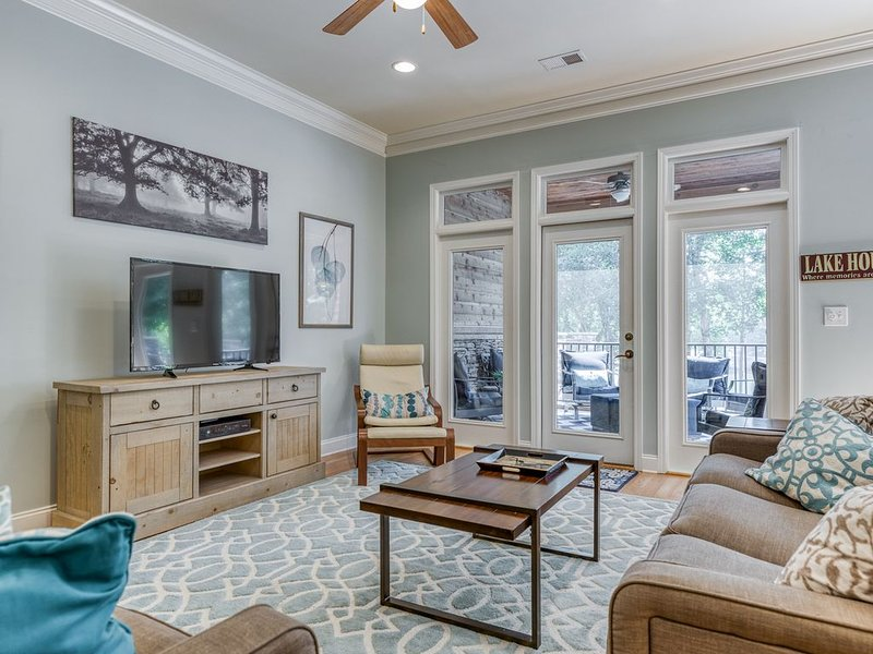 Stoneledge Luxury Lakefront Townhome, 15 minutes from Clemson!, holiday rental in West Union