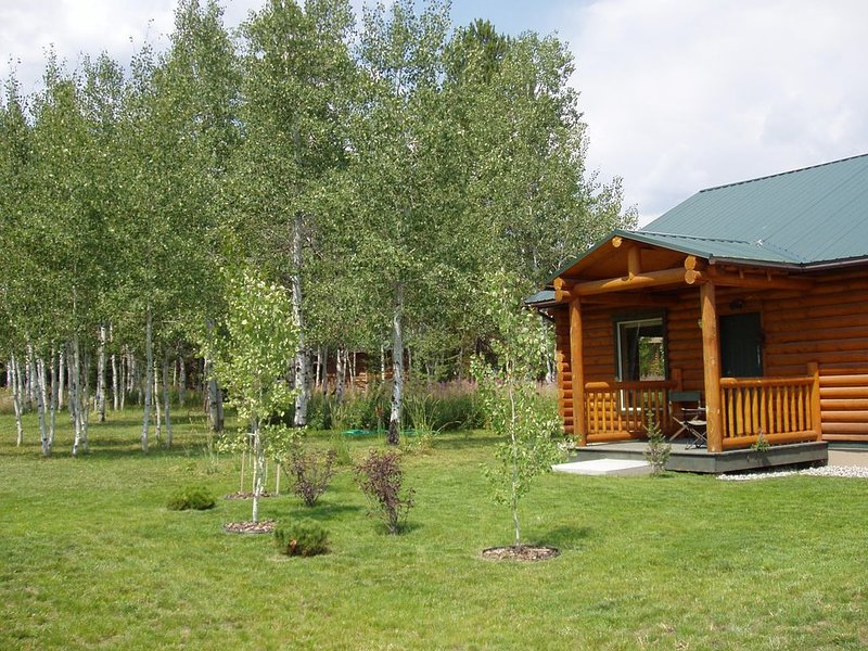 Log Home 7 miles from Yellowstone Park! (Lazy Acres), location de vacances à West Yellowstone