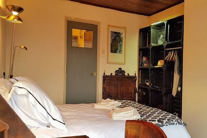 Riverside Guesthouse is a nautical themed accommodation in Leiden., vacation rental in Zoetermeer