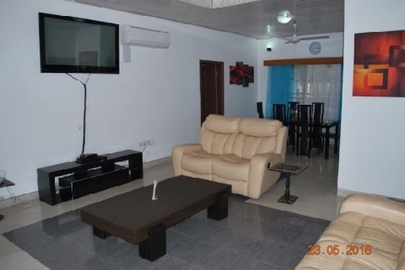 ABBEYVILLE( BEAUTIFUL FAMILY HOLIDAY HOME), alquiler vacacional en Teshie