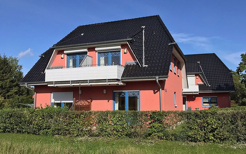 FeWo für max. 3 Pers. + Kleinkind, unverbauter Blick, Terrasse, WLAN, Bettwäsche, location de vacances à Ostseebad Prerow