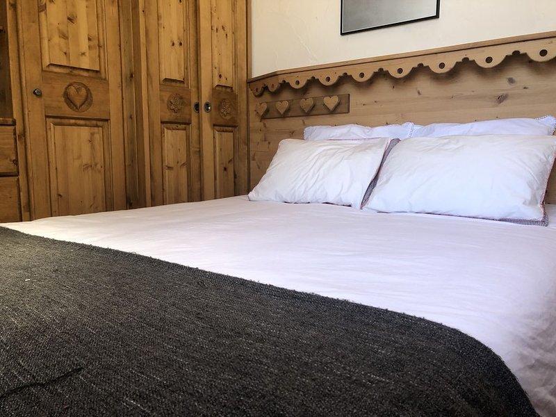 Tignes Val Claret : à 400m des pistes, appartement chaleureux avec terrasse, holiday rental in Tignes