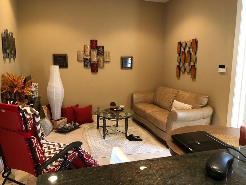 Butterfly garden, nature, cozy private complete guest suite, vacation rental in Golden Gate