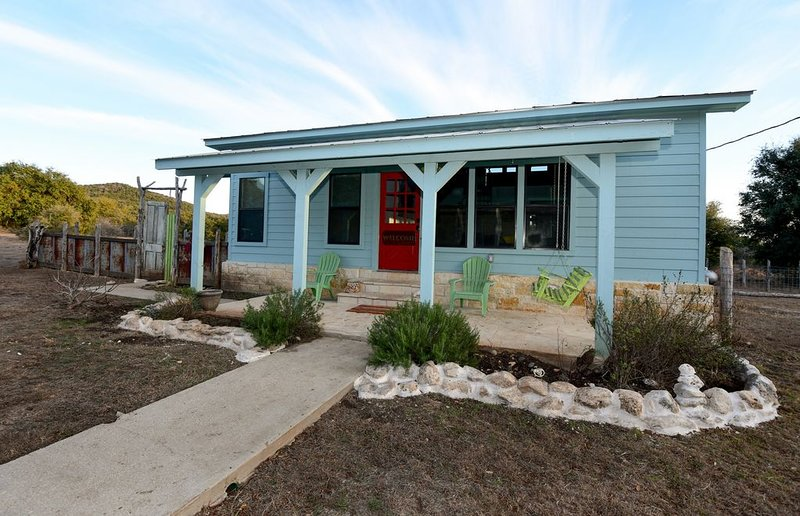The Blue House on the Ranch, holiday rental in Medina