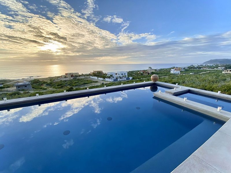Luxury coastal 3BD/4BA villa w/ pool / spa & views, aluguéis de temporada em Playa Cerritos