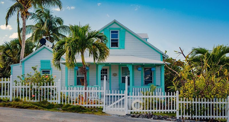 Palm Cottage - 3 Bedroom Beach Cottage just steps from the beach, holiday rental in Saint Georges Island