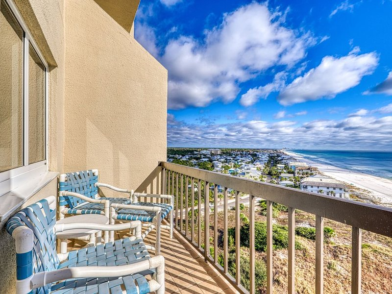 Beachfront penthouse condo w/shared indoor/outdoor pool, sauna- great location, vacation rental in Carillon Beach