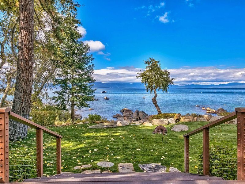 The backyard is Lake Tahoe! Luxe, Hot Tub, Gourmet Kitchen (NVH1428), aluguéis de temporada em Glenbrook
