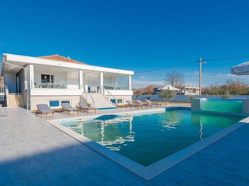 Classy Holiday Home in Galovac with Swimming Pool, vacation rental in Galovac