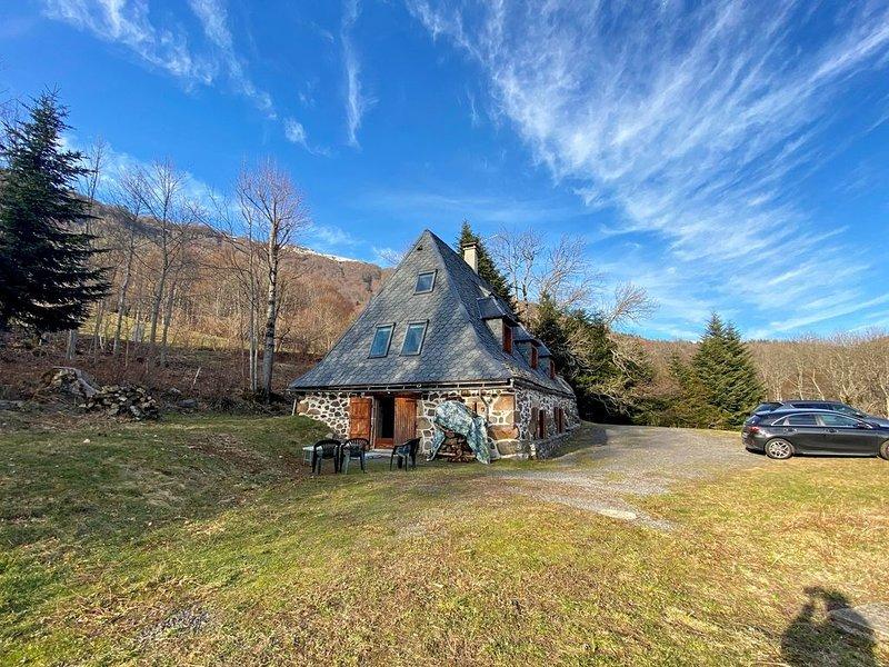 Maison-Villa  Buron en pierre au coeur du parc des volcans d'auvergne, aluguéis de temporada em Saint-Bonnet-de-Salers