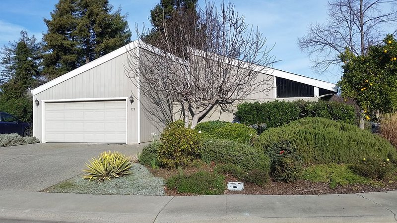 Home Away from Home/Newly updated/Walking distance to Green Belt parks and shops, holiday rental in Davis