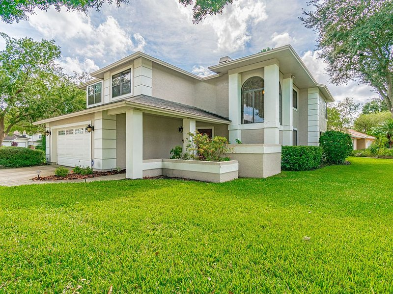 BEAUTIFUL CONTEMPORARY HOME 4 BR, 3 BATHS BEACHES AND GREAT ACTIVITIES CLOSE BY., holiday rental in Carrollwood