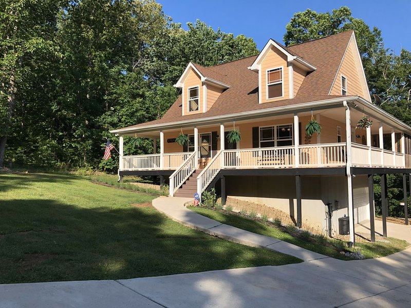 Center Hill Lake, family/pet friendly custom home on 3 acre lot, 8-10 pers., holiday rental in Silver Point