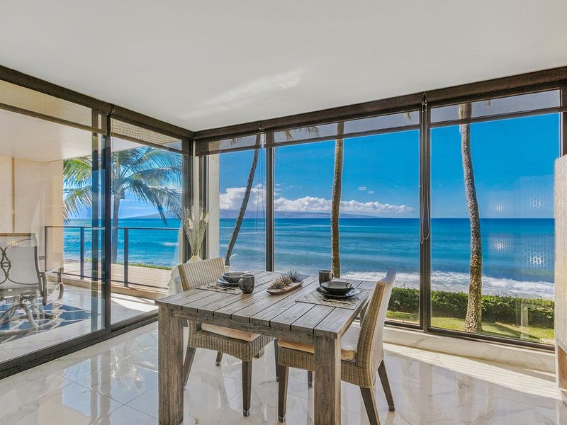 REMODELED modern 1 bedroom suite. Ceiling to floor UNOBSTRUCTED ocean views!, alquiler de vacaciones en Lahaina