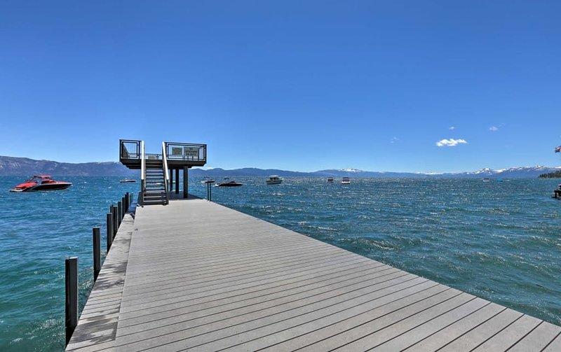 Muelle / muelle privado, acceso a la playa: 10 minutos a pie o en coche desde su casa. El acceso a este servicio privado es estacional.