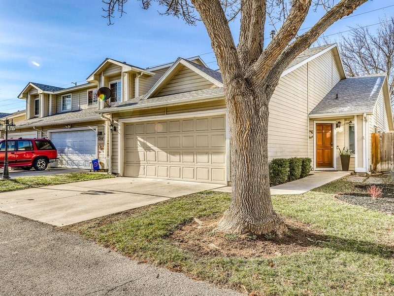 Friendly dog-friendly home w/ full kitchen - close to downtown Boise!, holiday rental in Boise