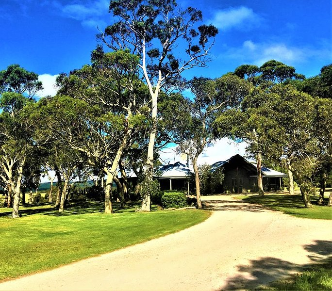 Luxurious Rural Property With Open Fire,  Air-Conditioning And Stunning Views, holiday rental in Strathalbyn