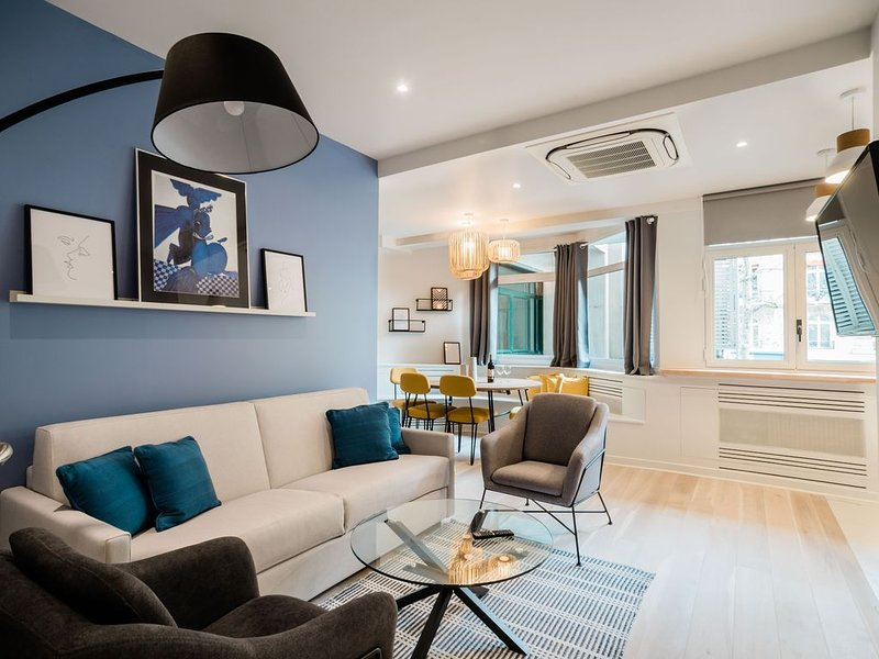 SUITE APOLLINAIRE: in the heart of the Left Bank, new, design, 2/4 people, holiday rental in Paris