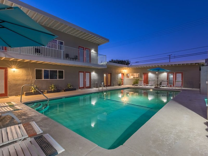 Cozy Apartment at All Natural Mineral Water Retreat Hotel, vacation rental in Desert Hot Springs