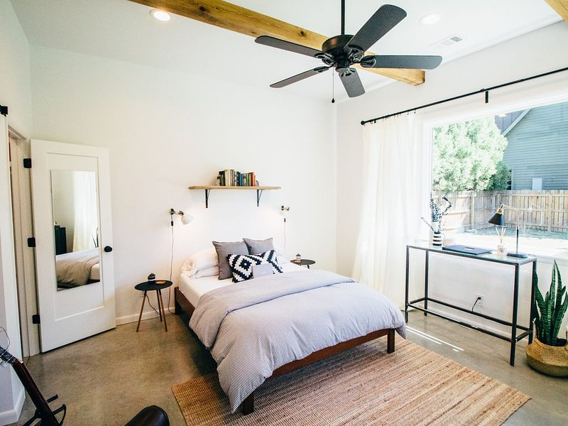 The Mill: A Modern Guesthouse in Downtown Franklin, casa vacanza a Leiper's Fork