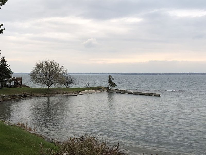 Dodge Bay Waterfront, St Lawrence River Seaway, Amazing Sunset Views, vacation rental in Cape Vincent