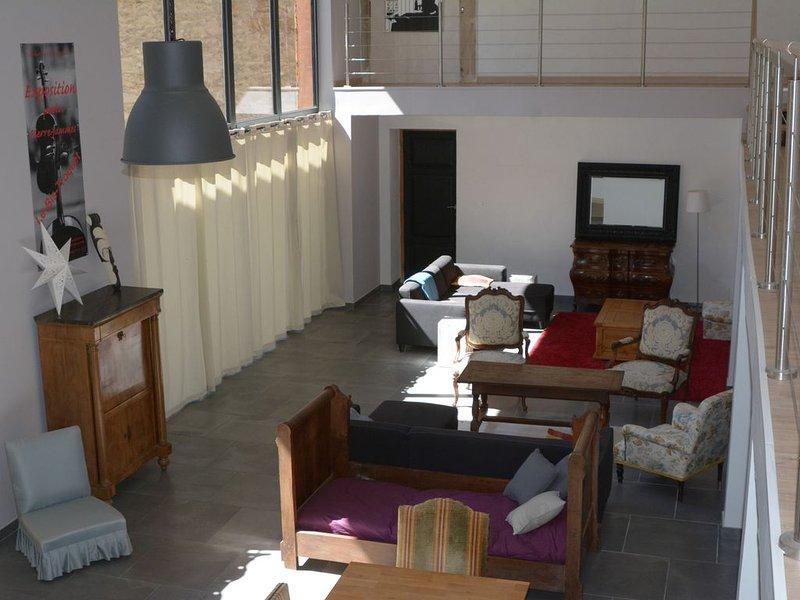 Grande maison de campagne pour 10 ou 12 personnes, holiday rental in Saint Martin de Villereglan