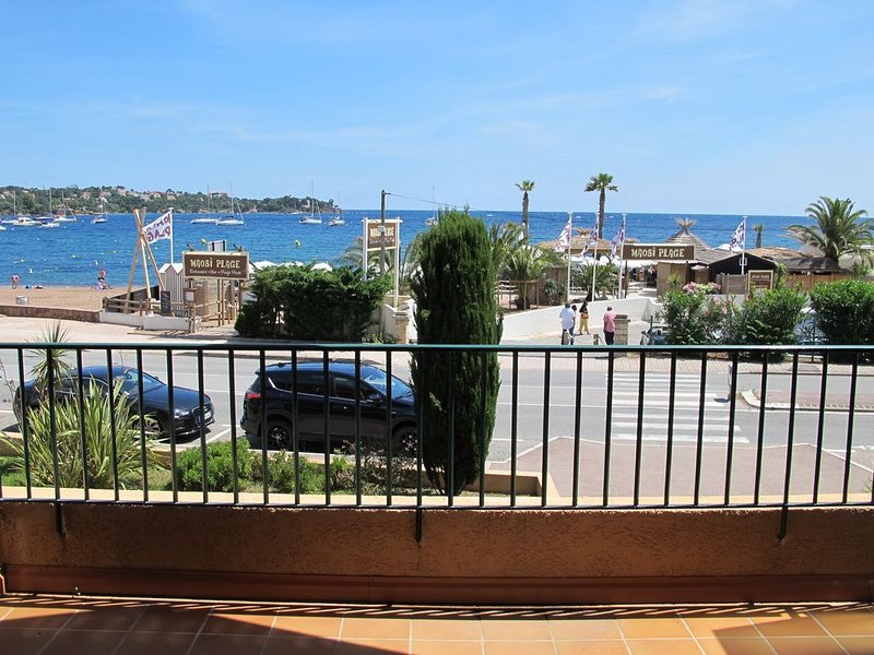 Très beau studio face à la mer, vacation rental in Antheor