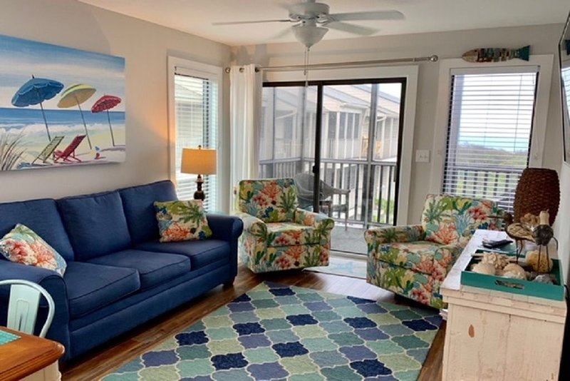 Oceanfront, Top Floor, End Unit, Sky Light, Newly Renovated!, holiday rental in Atlantic Beach