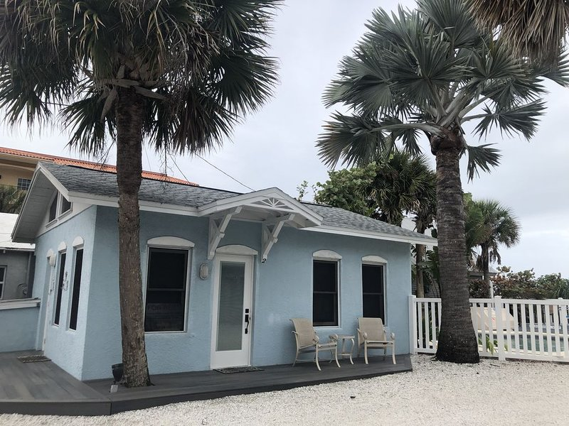 A Special Oceanfront Cottage With Heated Pool!, holiday rental in Indian Rocks Beach