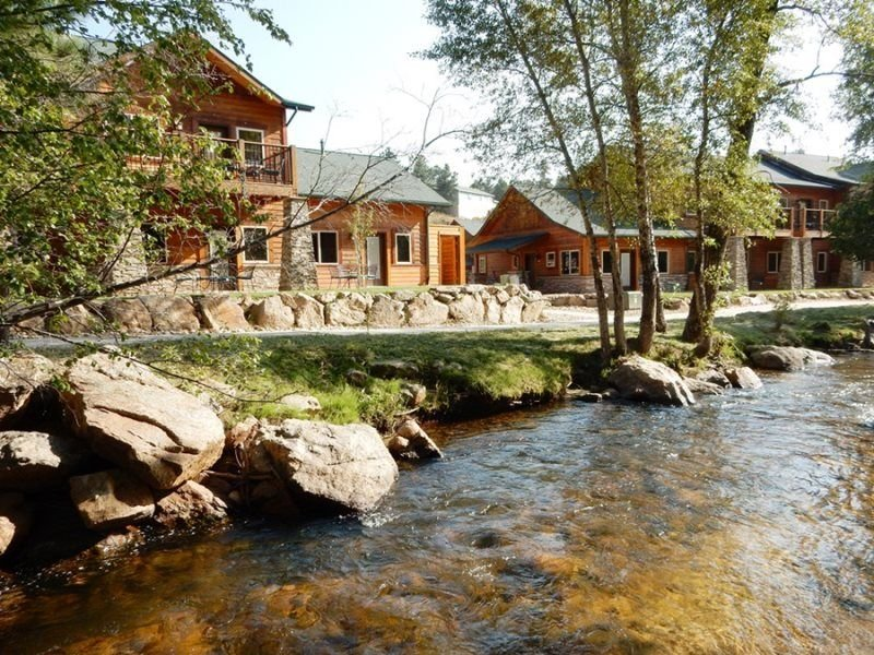 Riverside Resort Condo With Mountain Views! Upper level. 5 minute Walk to town, holiday rental in Estes Park