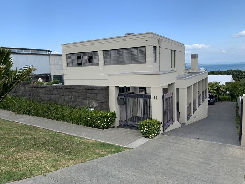 Luxury Clifftop Guest Suite By The Sea, vacation rental in Waimauku