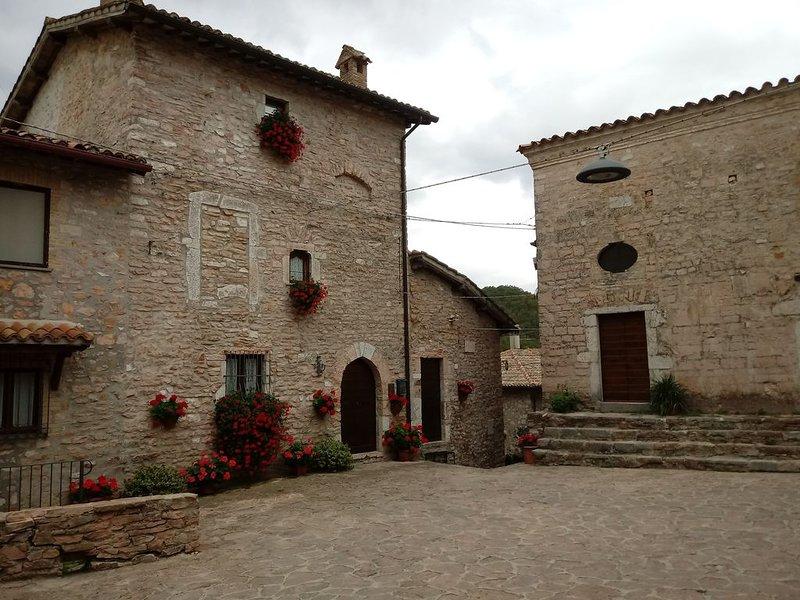 CASA LA TORRE nel piccolo borgo umbro di Macerino, location de vacances à Macerino
