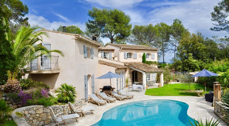 A spectacular villa located in the heart of the French Riviera, holiday rental in Auribeau-sur-Siagne