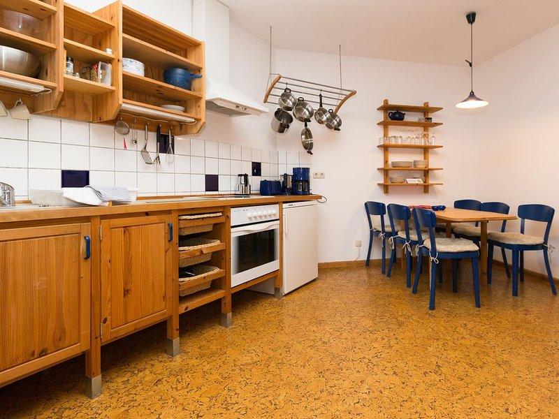 Ländlicher Charme, entspanntes Wohnen unter Reet im alten Bauernhaus, aluguéis de temporada em Plon