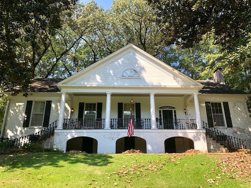 Charming, large house in Historic Joyner Neighborhood - perfect for groups!, holiday rental in Fulton