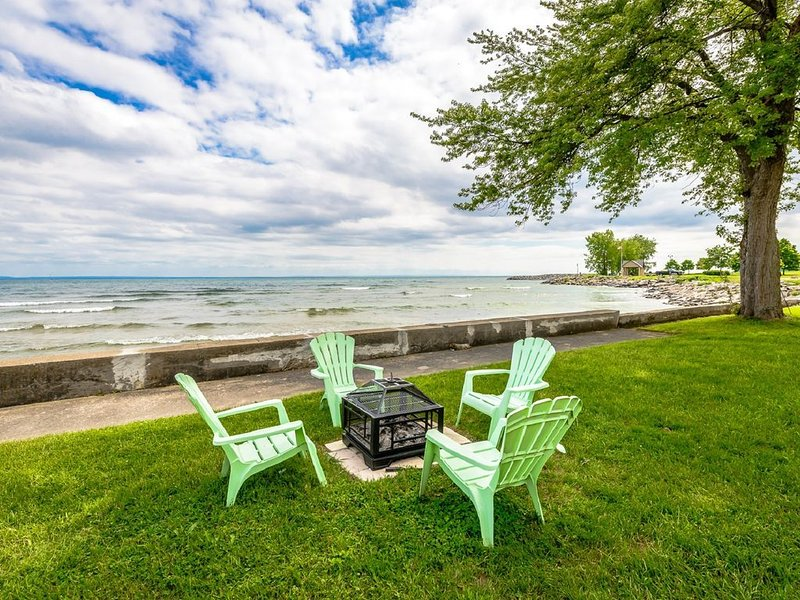 Crystal Bay Getaway with full Lake Erie views!, holiday rental in Angola