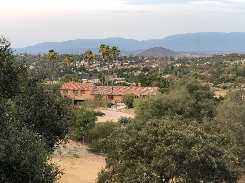 Hacienda 6 Palms Ranch - Private 1 Bedroom Apartment on Mountain Top!, vacation rental in Escondido