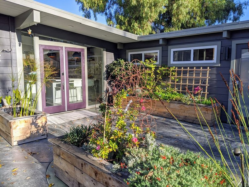 Beautiful mid-century modern house near Stanford, Google and Facebook., vacation rental in Palo Alto