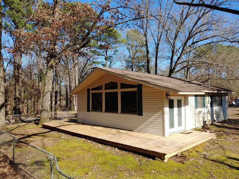 Spacious Cabin at Millwood Lake, vacation rental in Washington